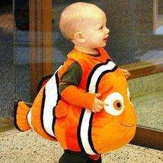 Gracioso disfraz de 'Nemo' para peques