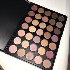Eye shadow palette