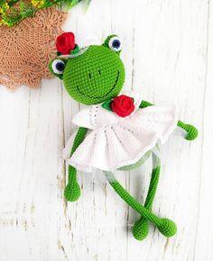 Mesmerizing Crochet an Amigurumi Rabbit Ideas. Lovely Crochet an Amigurumi Rabbit Ideas. Crochet Fairy, Crochet Frog, Crochet Animal Amigurumi, Crochet Animal Patterns, Stuffed Animal Patterns, Crochet Dolls, Crochet Hook Set, Love Crochet, Diy Crochet