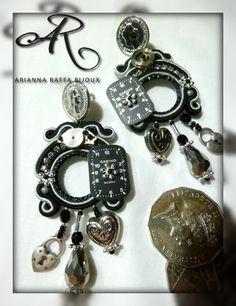 Orecchini soutache Black And White, decorati con quadranti di orologi e componenti in metallo...
