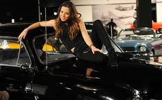 'New Girl': Linda Cardellini talks humping cars, hooking up with Schmidt in 'Sister II' — EXCLUSIVE FIRST LOOK | EW.com