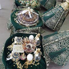 Myadi tradition #diafy_rabat #morocco #rabat #mariage #wedding #tyafer #cadeaux #love #dattes #bougie #rose #oud #serghina #henne #eauderose