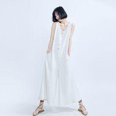 素白已然  在素白已然中感受自然而然,设计让人感受舒适幸福的服装。