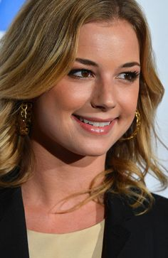 Emily VanCamp Photo - The Saban Free Clinic's Gala Honoring ABC Entertainment Group President Paul Lee and Bob Broder - Red Carpet Emily Vancamp, Emily Thorne, Canadian Actresses, Actors & Actresses, Paul Lee, Amanda Clarke, Sharon Carter, Emily Kinney, Gal Gadot