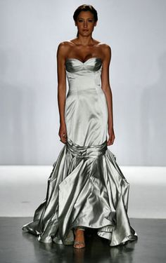 My ideal gown - since 2007! I can't seem to shake this gown from my brain. Truly breathtaking.