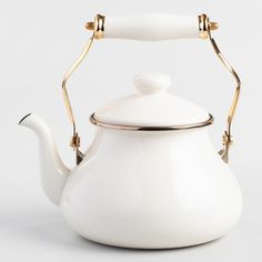 Featuring a classic, vintage-inspired design that brings to mind old-fashioned British teatime, our exclusive kettle looks sophisticated in classic ivory. Retro Home Decor, Fall Home Decor, Autumn Home, Diy Home Decor, Room Decor, Wall Decor, Home Decor Accessories, Decorative Accessories, Tea Accessories