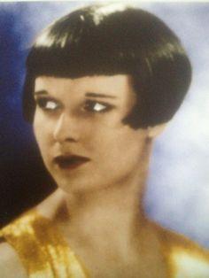 A Very Short Louise Brooks Bob, So Beautiful! Louise Brooks, Short Bob Haircuts, Cool Haircuts, Classic Hollywood, In Hollywood, Sound Film, Black Helmet, Liza Minnelli, Fuzzy Wuzzy