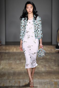 The complete Jenny Packham Spring 2015 Ready-to-Wear fashion show now on Vogue Runway. Fashion 2020, Runway Fashion, Spring Fashion, Fashion Show, Womens Fashion, Fashion Design, Pastel Fashion, Fashion Ideas, Jenny Packham