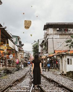One of the best experiences to have in Taiwan is surely a day trip to the north. Visiting Jiufen and Pingxi Street with My Taiwan Tour is. Taipei Travel, Asia Travel, Travel Pose, Beautiful Dark Art, Travel Themes, Travel Photographer, Travel Inspiration, Tours, Taipei Taiwan