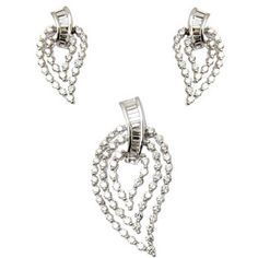 Indian Jewelry Online: Shop For Trendy & Artificial Jewelry at Utsav Fashion Indian Jewellery Online, Indian Jewelry, Traditional Indian Jewellery, Pendant Design, Anklets, Diamond Pendant, Women Jewelry, Pendants, Bracelets