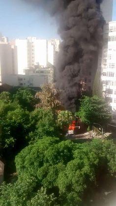 O dia começou complicado para quem mora no bairro do Flamengo e adjacências, pois hoje (28) por volta das 7.30hs, um ônibus pegou foto na Rua Marques de Abrantes, que precisou ser fechada para que o fogo fosse apagado e por questões de seguranças. Segundo informações, não houve feridos e ainda não sabem a causa…