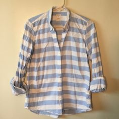 Gap fitted boyfriend small button down shirt Good condition. GAP Tops Button Down Shirts