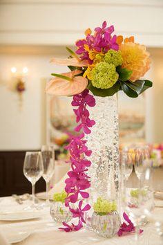 クロスと装花はどう組み合わせる?【実例】クロスの色別/結婚式・披露宴の会場・テーブルコーディネート - NAVER まとめ