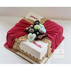 """Mendhi cake.  #weddingcakes #asianweddings #asianweddingcakes #mendhicakes #mehndicakes #indianweddings #rohimascakes #cakestagram"""