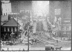 10 major Toronto intersections as they were 100 years ago Visit Toronto, Toronto Ontario Canada, Toronto City, Canadian Things, Physical Geography, Landscape Photos, Abandoned Places, Old Pictures, Interesting Stuff