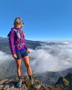 Our girls' mountaineering gear wheel comes with strategically developed mountain climbing underwear, fashion garments, capri pants and leggings. Salomon Trail Running, Trail Running Shoes, Ultra Trail Running, Trail Running Motivation, Running Quotes, Running Humor, Indie Stil, Climbing Outfits, Climbing Clothes
