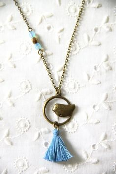 collier pompon et oiseau bleu givré collier par Cestbonpourcquetas, $18.00