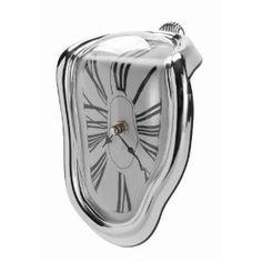 Uhr, die aussieht, als würde sie schmelzen - was nicht nur stilisch, sondern zudem so surreal wirkt, als wäre sie dem Bild eines Avantgarde Künstlers entnommen!