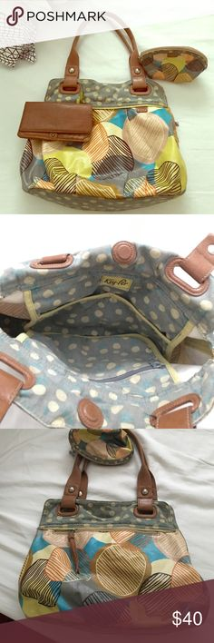 """Fossil """"key-per"""" bag/purse w/ wallet & makeup bag Authentic """"key-per"""" fossil bag, leather fossil wallet and matching make-up bag. Bag is made of canvas, synthetic leather details and a water-resistant coated material you can wipe off.  Brown wallet with flower details is leather. Has card holders and a zipper change pouch. The makeup bag is the same pattern and material as the bag. Fossil Bags Shoulder Bags"""