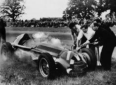 Nino Farina (Great Britain by on DeviantArt Alfa Romeo 159, Italian Grand Prix, British Grand Prix, Le Mans, Formula 1, Gilles Villeneuve, Vintage Race Car, Vintage Auto, Vintage Stuff
