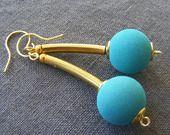 Boucles d'Oreilles Modernes Dorées Pierre de Lave de Sicile et Laiton : Boucles d'oreille par la-fabrique-de-loulette