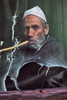 Steve McCurry - India. Srinagar, Kashmir, 1999,