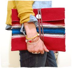 Accessorize like a Fashion Icon: DIY Clutch Bags for Every Taste - Best Diy Crafts Tote Bags, Clutch Bags, Pochette Diy, Diy Clutch, Diy Purse, Diy Mode, Diy Couture, Pretty Designs, Diy Accessories