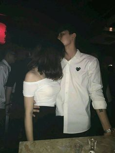 J hope being a protective oppa at club Couple Goals, Cute Couples Goals, Mode Ulzzang, Ulzzang Korean Girl, Relationship Goals Pictures, Cute Relationships, Photos Couple Mignon, Cute Couple Pictures, Couple Photos