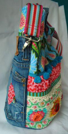 Denim + dainty fabrics + crotchet + braid + pompoms + striped belt strap = adorable bag ^^ | Rikes Welt