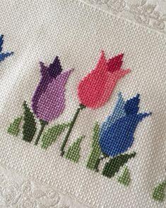 Çok beğenilen laleli havlumun yakından görünüşü😍 Renkler şahane değil mi?😍 Tersini merak edenler için fotoğrafı sola kaydırın📲 Bilgi ve… Cross Stitch Love, Cross Stitch Borders, Cross Stitch Flowers, Cross Stitch Charts, Cross Stitch Designs, Cross Stitching, Cross Stitch Embroidery, Cross Stitch Patterns, Christmas Embroidery Patterns