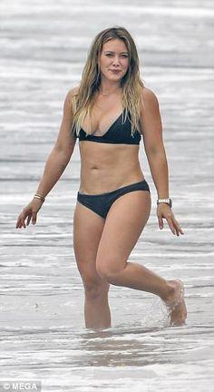 Hilary Duff reveals spectacular body in skimpy black bikini Hilary Duff Bikini, Hilary Duff Legs, Hilary Duff Style, Black Bikini, Hot Bikini, Bikini Beach, Koko Kardashian, Jenifer Aniston, Celebrity Bikini