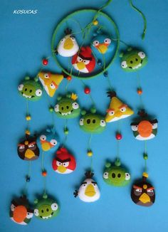 Felt mobile with Angry Birds. by Kosucas on Etsy Mobile Craft, Felt Mobile, Angry Birds, Diy For Kids, Crafts For Kids, Felt Crafts Diy, Felt Baby, Christmas Makes, Felt Fabric
