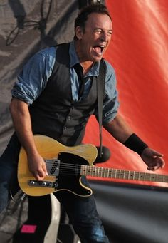 Bruce Springsteen Announces New Dates for Fall North American Tour  Kicks off October 19th in Ottawa and runs through December 6th in Arizona      Read more: http://www.rollingstone.com/music/news/bruce-springsteen-announces-new-dates-for-fall-north-american-tour-20120727#ixzz21qkDG9Lr