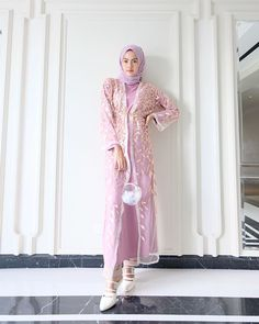 Official Clevina (@clevina_) • Foto dan video Instagram Hijab Prom Dress, Dress Brukat, Hijab Style Dress, Dress Outfits, Fashion Dresses, Hijabi Gowns, Kebaya Modern Dress, Simple Bridesmaid Dresses, Hijab Trends