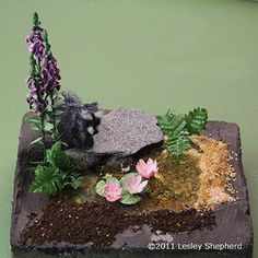 Make a simple model pond or pool for a dollhouse garden or a miniature terrain or railroad model using a variety of materials and simple techniques. This is a good tutorial for a beginning modeller. Miniature Plants, Miniature Fairy Gardens, Ez Water, Minis, Mini Pond, Dollhouse Tutorials, Miniature Tutorials, Small Water Features, Mini Plants