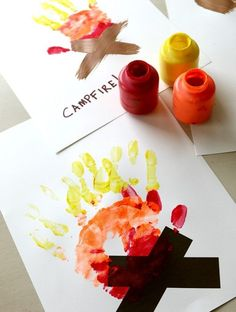 I adore handprint art around here! Handprint art is easy fun and allows your kids to be totally creative! In the interest of the upcoming holiday and the many camping trips so many families are taking right now I wanted to share a Campfire Handprint i Fourth Of July Crafts For Kids, Halloween Crafts For Kids, Free Thanksgiving Printables, Thanksgiving Crafts, Summer Crafts, Fall Crafts, Summer Art, Holiday Crafts, Footprint Art