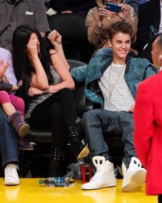 Singers Justin Bieber and girlfriend Selena Gomez had a night out courtside at the Lakers vs Spurs game last night at the Staples Center in Los Angeles. 4-17-12