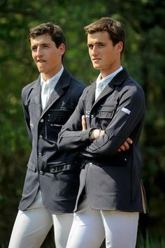 The Windsor twins, JUDGING YOU (C21)