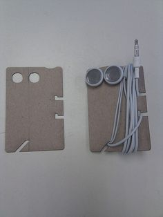 Earphone holder from old credit card Earbud Holder Diy, Earphones Wrap, Diy And Crafts, Paper Crafts, Cable Organizer, Hacks, Laser Engraving, Leather Craft, Planer