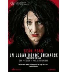 UN LUGAR DONDE QUEDARSE (2011) Paolo  Sorrentino. Una història de venjança protagonitzada per una excèntrica figura del rock a la recerca d'un antic nazi que va humiliar el seu pare.