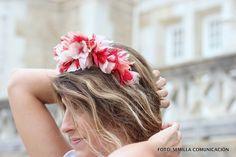 Corona de flores de Mimoki, disponible en alquiler en La Pera Limonera