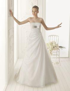 VAINILLA - Beaded organza dress, in ecru  T50 Pearl tiara, in ecru
