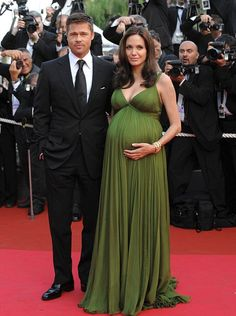 Angelina Jolie in 2008, pregnant with the twins, Vivenne & Knox.