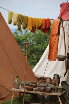 Traditional yarn colors and pottery! Viking garb and SCA camp basics. Vikingsnitt -