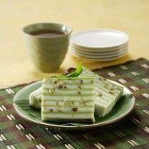 LAPIS BERAS KACANG HIJAU http://www.sajiansedap.com/mobile/detail/5433/lapis-beras-kacang-hijau