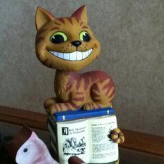 Cheshire cat bobble head. Crazy Cat Lady, Crazy Cats, Go Ask Alice, Cheshire Cat, Bobble Head, Cat Toys, Fictional Characters, Art, Kitty Cats