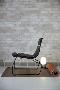 Easy-chair with seat shell in ash or oak veneer. Stained as option. Upholstered seat back. Frame in black or white lacquer. Design Oliver Schick. Skandiform.