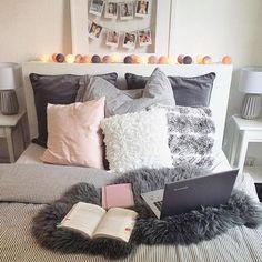 Es ist Wochenende!!!  Macht es euch gemütlich wie die liebe @sinashirinw mit ihrer ganz persönlichen good moods Lichterkette! #good_moods #lichterkette #stringlights #goodmoods #bed #cosy #bedtime #wochenende #gemütlich #weekend