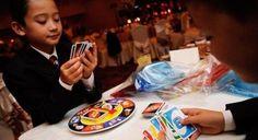 Penser à des jeux de société pour amuser les enfants... et les plus grands au coeur d'enfants!!