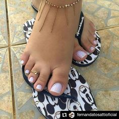 Pretty Toe Nails, Cute Toe Nails, Edgy Nails, Cute Toes, Pretty Toes, Feet Soles, Women's Feet, Acrylic Toes, Feet Nails